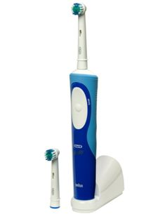 Oral-B Vitality Pro-White Power Toothbrush + 2 Refills